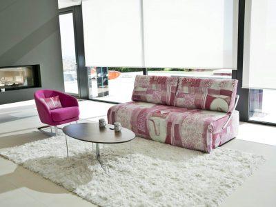 Canapé convertible tissu capitonné offrant une excellente assise et couchage. Dossier reculant motorisés pour relaxation. Existe en différents coloris
