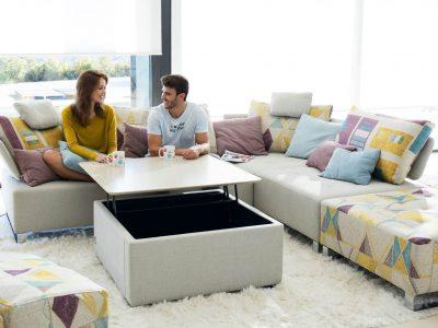 Canapé avec dossier coussins, au look moderne et scandinave, de décline en nombreux coloris et motifs de tissus, mais aussi dans plusieurs configurations