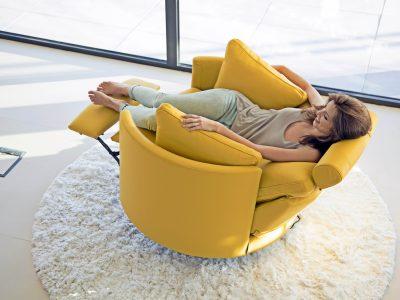 Fauteuil rond pivotant relaxation électrique, disponible en cuir ou tissus, avec choix du coloris et des motifs