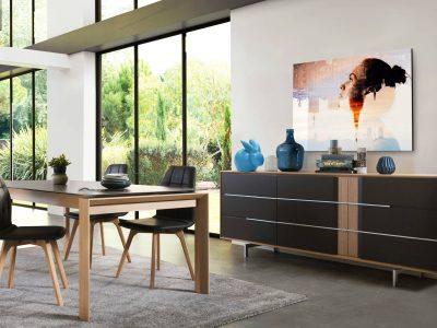 Ce séjour bois et laque donnera un coté chic à votre intérieur, grâce à ses pieds et ses inserts en métal brossé.