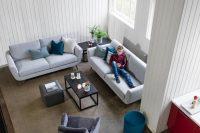 Ce canapé forme scandinave apportera un coté chaleureux à votre salon. Il existe dans de nombreux coloris de cuir ou tissu