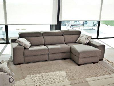 Ce canapé relaxation avec coffre de rangement se décline en multiples configurations et dans de nombreux revêtements.