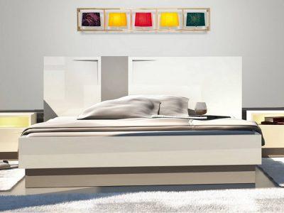 Cette chambre laquée contemporaine, avec ses angles en relief, est à la fois sobre et originale. Elle existe dans plusieurs dimensions et coloris