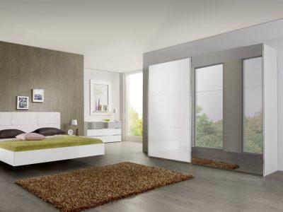 Ce dressing portes coulissantes se décline en nombreuses dimensions et coloris, et propose une multitude d'options pour son aménagement intérieur