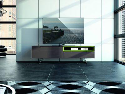 Ce meuble TV chêne, chrome et verre laqué, au design très contemporain, est disponible dans plusieurs coloris et dimensions.