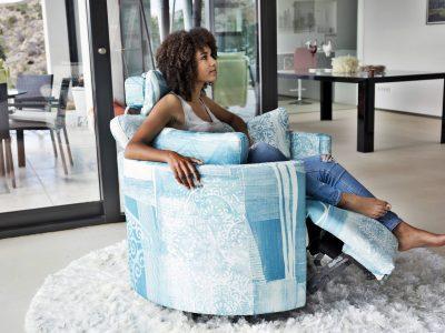 Le fauteuil pivotant relax électrique, avec un repose pied continu, vous offrira un confort optimal pour la détente, et présente un design original et élégant.