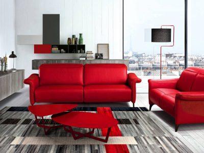 Ce canapé relaxation avec têtière amovible, disponible dans de nombreux coloris de cuir, tissu ou microfibre, existe dans plusieurs configurations.