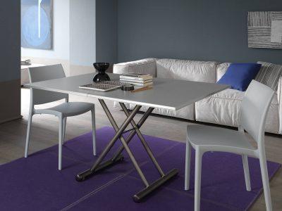 Cette table relevable et extensible passe d'une table basse à une table repas en quelques mouvements. Idéale pour les petites surfaces, elle est facile d'utilisation grâce à ses vérins à gaz.