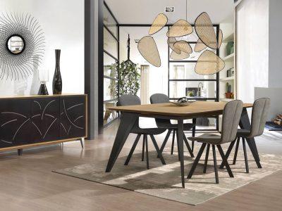 Ce séjour tendance métal et bois présente un design original, notamment grâce au découpage ses portes.